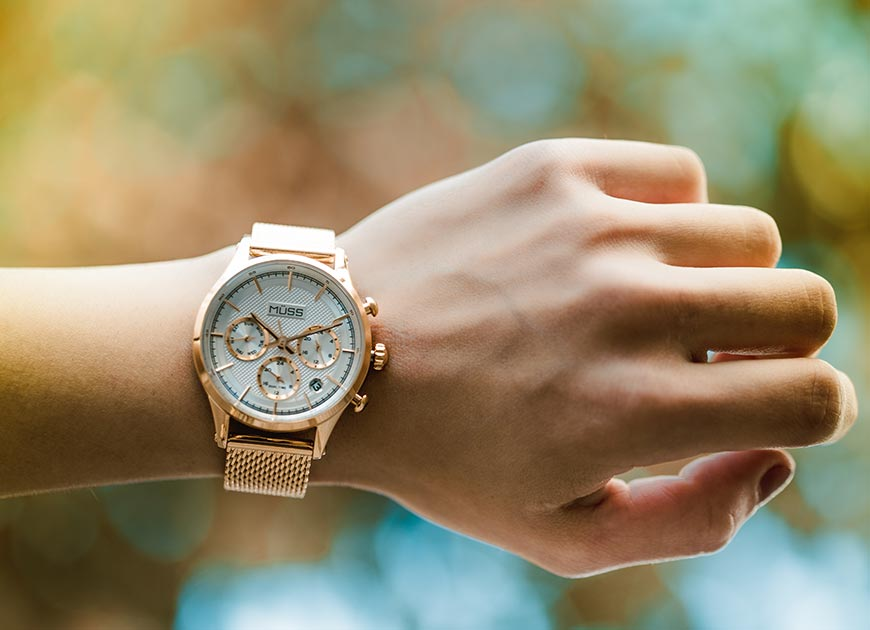 reloj de temporada dorado 2018